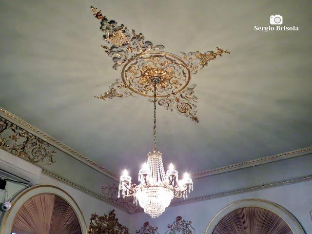 Palacete Violeta (lustre e adorno da Sala Dourada)