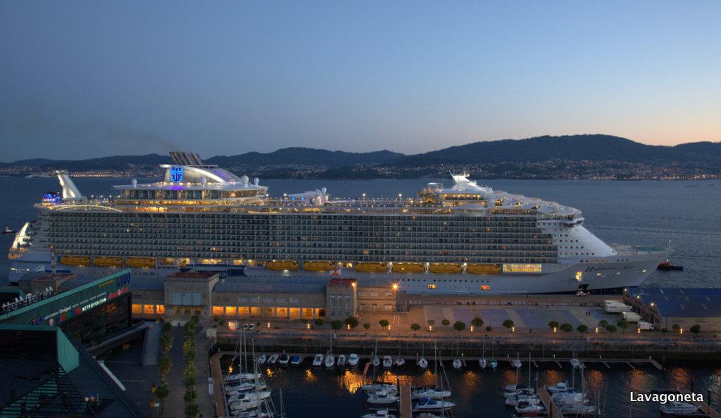 Lavagoneta harmony of the seas en el puerto de vigo - Puerto de vigo cruceros ...