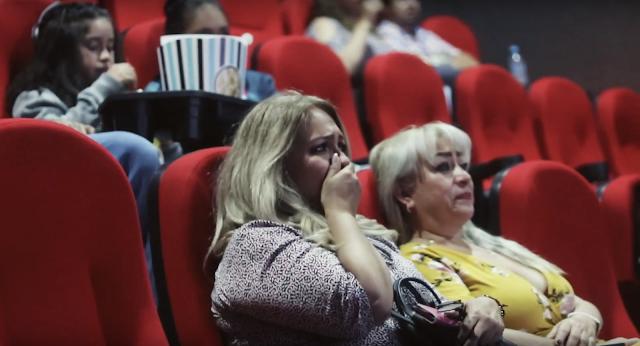 ¡IMPERDIBLE! Mamás lloraron con video sorpresa en Cinemagic