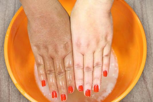 Cara Memutihkan Tangan dengan tepung beras