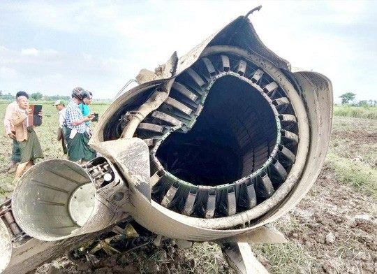 Mảnh vỡ của chiếc F-7 rơi tại khu vực Magwe