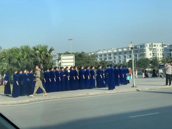 Thêm đoàn 700 phụ nữ Trung Quốc mặc áo sườn xám đến Hạ Long tụ tập chụp ảnh