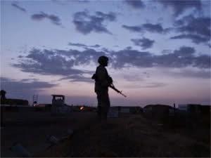 http://1.bp.blogspot.com/-EztUodGfGHU/VK8c3WAdkCI/AAAAAAAADN0/R90OPOvtnlU/s1600/pl-lonely-soldier.jpg