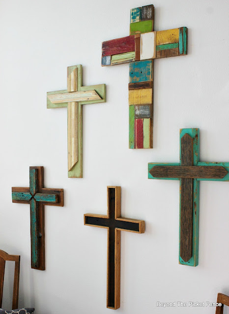 reclaimed wood, rustic cross, barn wood, Easter decor, salvaged wood,http://bec4-beyondthepicketfence.blogspot.com/2016/02/more-rustic-crosses-and-finding-waldo.html