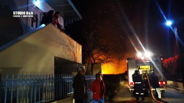 Δύσκολη νύχτα για κατοίκους και πυροσβέστες στους Μύλους αππό την μεγάλη πυρκαγιά