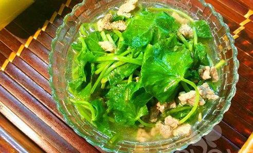 Canh rau má nấu hến