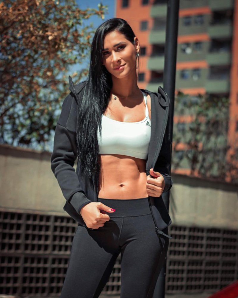 Jaque Carvalho in sexy Sporty tight outfit blac legging