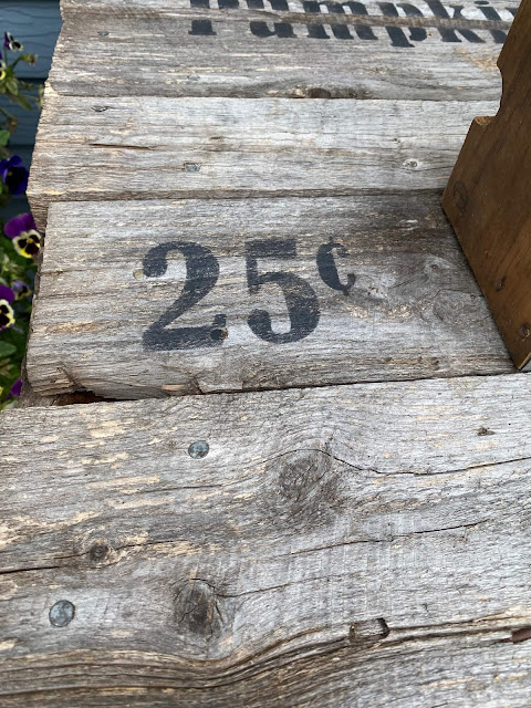 Photo of 25 cents stenciled on barn wood.