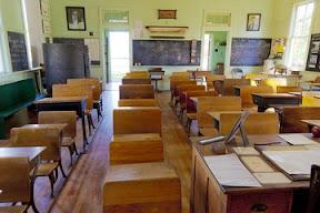 Vecchie e nuove aule scolastiche in tempo di pandemia covid-19