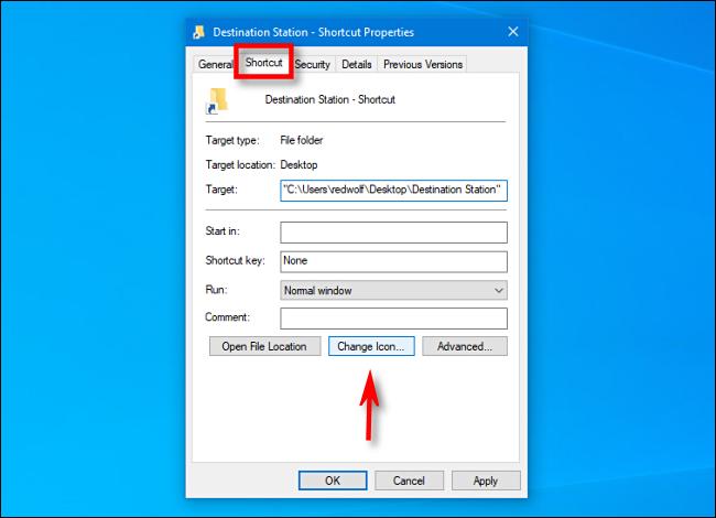 """في نافذة """"الخصائص"""" ، حدد علامة التبويب """"الاختصار"""" وانقر فوق """"تغيير الرمز"""" في نظام التشغيل Windows 10."""