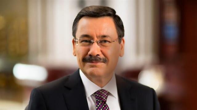 Ankara Büyükşehir Belediyesi eski başkanı Melih Gökçek kimdir? aslen nerelidir? kaç yaşında? eşi kim? çocukları kimler? biyografisi ve hayatı hakkında kısa bilgi.