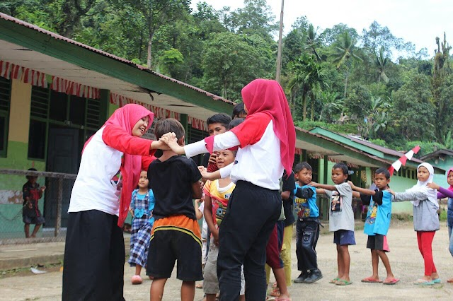 1000 Guru: Mengajar Sambil Menikmati Indahnya Nusantara