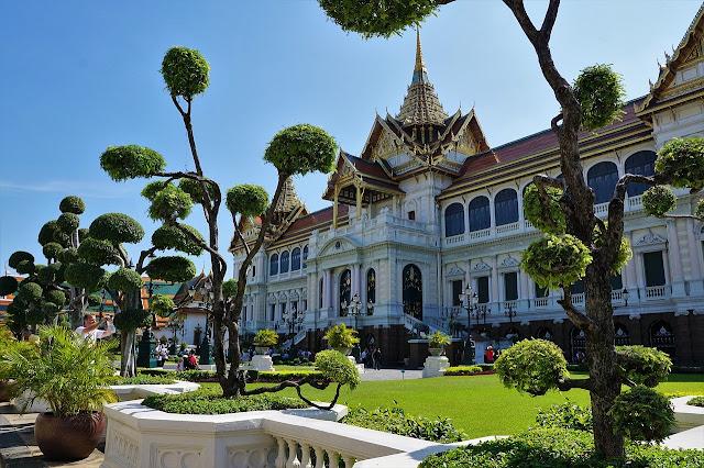 Kelebihan Wisata Tour Menggunakan Layanan Jasa PRIVATE TOUR GUIDE RIANA dibandingkan Perusahaan Travel Agen Konvensional