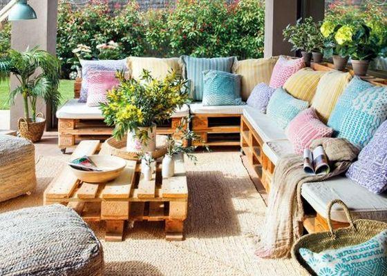 Καθιστικό από παλέτες για κήπο - μπαλκόνι
