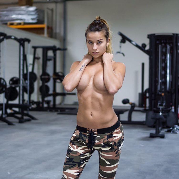 Sandra Prikker: фитнес-модель из Нидерландов (10 фото)