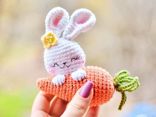 Amigurumi Bunny Rabbit with Carrot FREE Crochet Pattern