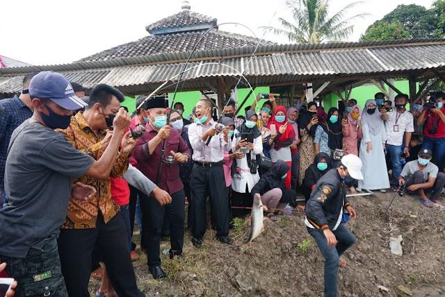 Selesai Cuti Kampanye, Nanang Ermanto Resmikan Kolam Pemancingan Umum di Palas