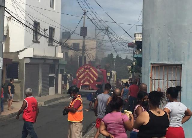 Incendio destruye varias viviendas y un taller de electrodomésticos en Santo Domingo Oeste