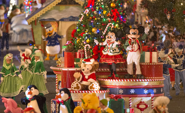 Personagens na  Mickey's Once Upon a Christmastime Parade na Disney em Orlando