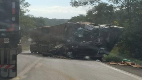 Choque entre carretas interditou rodovia entre as cidades de Vilhena e Comodoro