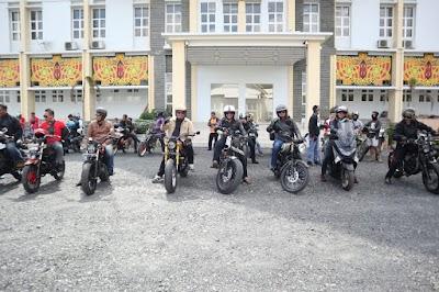 Bersama Forkopimda Pulpis, Bupati Edy Touring Japstyle ke Rumah Bambu Desa Buntoi