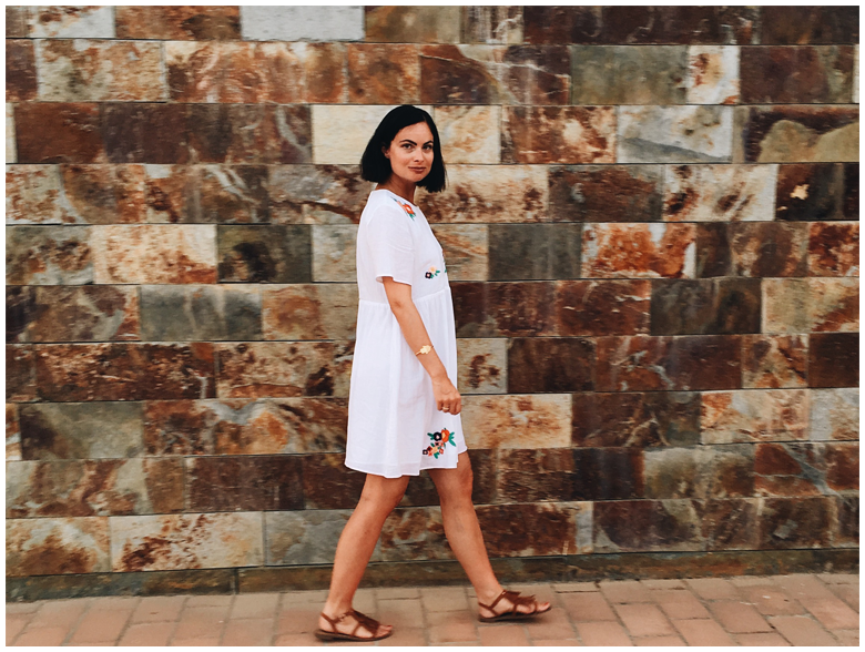CONIL DE LA FRONTERA - WHITE DRESS | June Gold wearing a white & Other Stories dress with flower print and brown h&m fringed sandals