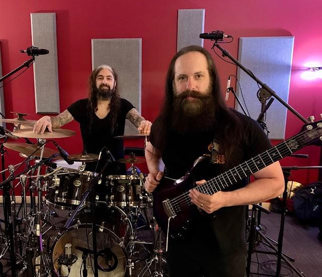 """John Petrucci (Dream Theater) afirma que foi """"muito catártico"""" voltar a tocar com Mike Portnoy"""