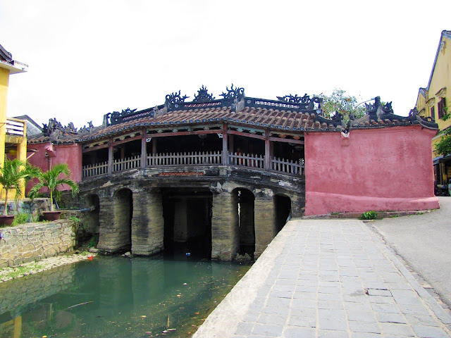 japanese bridge hoi an vietnam