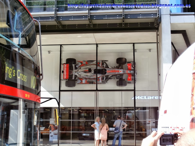 Tienda de los coches McLaren en Londres.