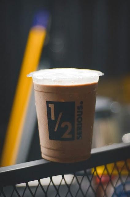 Eskopi susu dalam cup