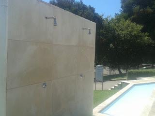 Chuveiros Exteriores ao lado da piscina