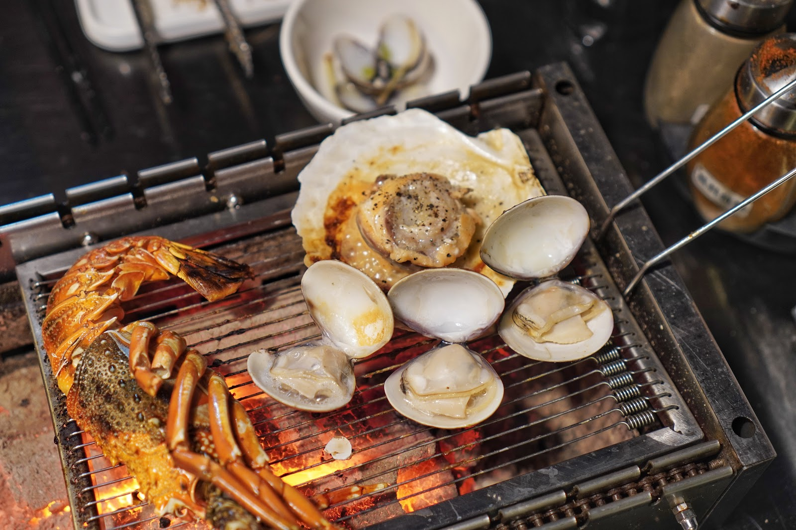 台南安平區美食【請上桌國際港灣】海鮮烤肉