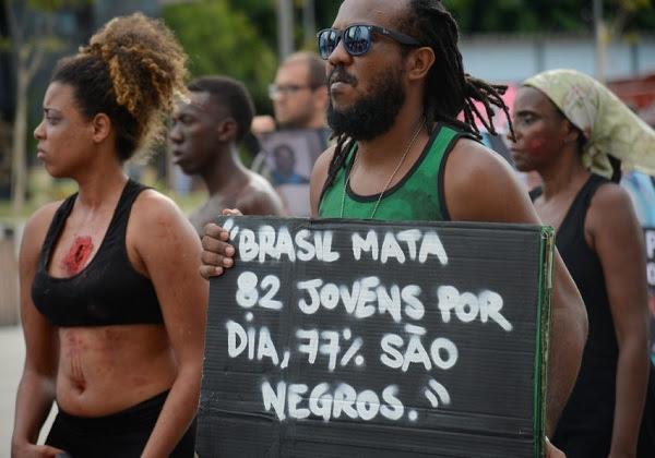 Protesto contra a violência com ativistas da Anistia Internacional. (Foto: Fernando Frazão/Agência Brasil)