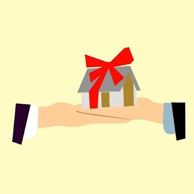 desenho na imagem que ilustra o aperto de mãos e sobre estas uma casa enrolada em uma fita vermelha ilustrando assunto sobre promessa de compra e venda de imóveis.