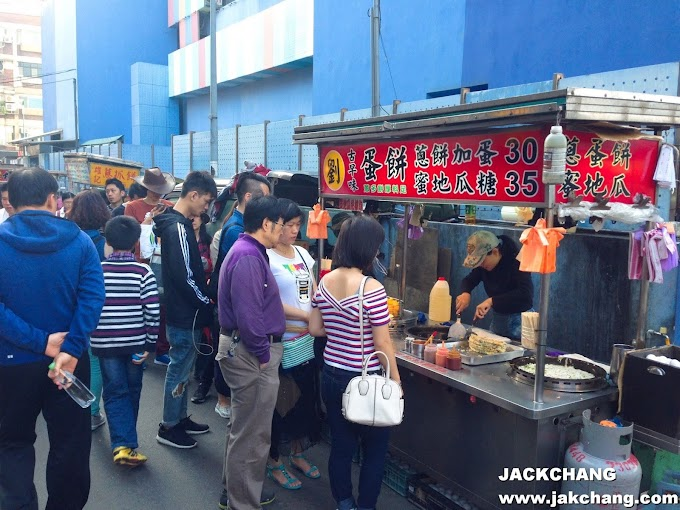Food in Taipei,Gongguan night market,Liu Ji old flavor Taiwanese egg pancake,Honey sweet potato-popular line up food