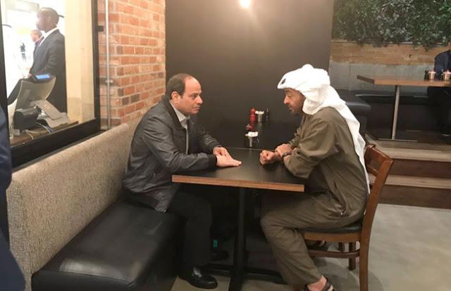 الرئيس السيسى والشيخ محمد بن زايد يتجولان فى أحد المراكز التجارية