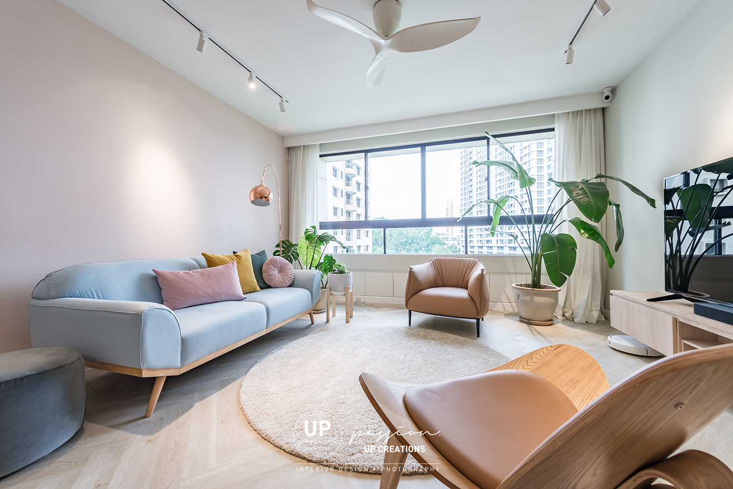 Mont Kiara Pines condo highlighted wall in pastel pink color in the living area match with pastel blue color sofa and genuine leather armchair