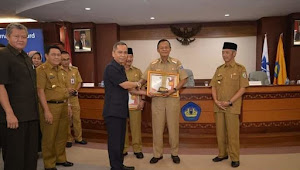 Wali Kota Metro Raih Penghargaan Governance Award 2020 Dari FISIP Universitas Lampung