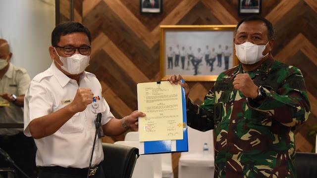 Irwan Achmadi dan John Robertho Sepakati PKS TNI-AL dan Kereta Api Indonesia.lelemuku.com.jpg