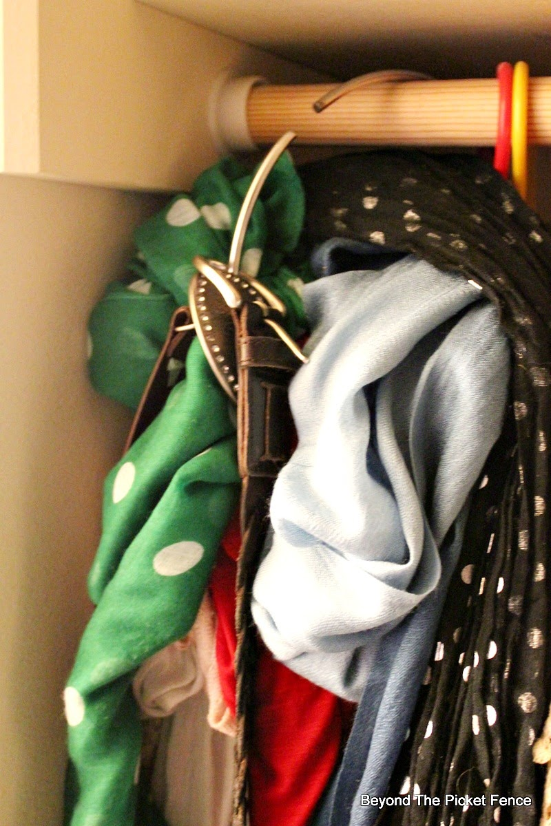 closet organization, scraf, Beyond The Picket Fence http://bec4-beyondthepicketfence.blogspot.com/2015/02/scarf-hanger-in-30-minutes-or-less.html
