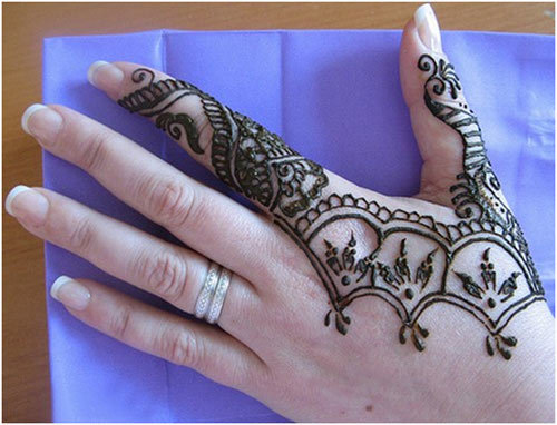Simple Mehndi With Attractive Design