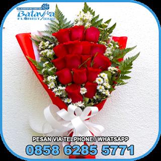 toko-bunga-tangan-bekasi-karangan-bunga-tangan-hand-bouquet-buket-wisuda-pengantin-pernikahan-mawar-matahari-di-bekasi-08
