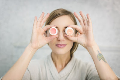 Cara Mudah Merawat Bibir dan Kulit Sensitif