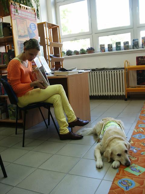 Linda a Cilka v knihovně