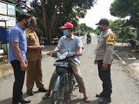 Polsek Firdaus bersama Petugas Relawan Covid 19 Desa Silau Rakyat Giat Ops Yustisi