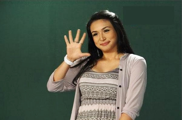 Zia Quizon is the MYX Celebrity VJ for March 2012 - LionhearTV