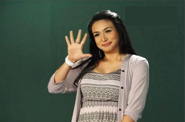 Zia Quizon is the MYX Celebrity VJ for March 2012 - LionhearTV
