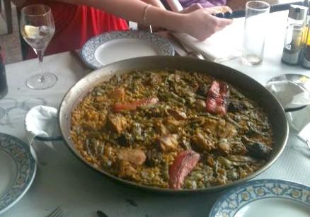 Un arroz en paella valenciana, la meilleure d'Espagne !
