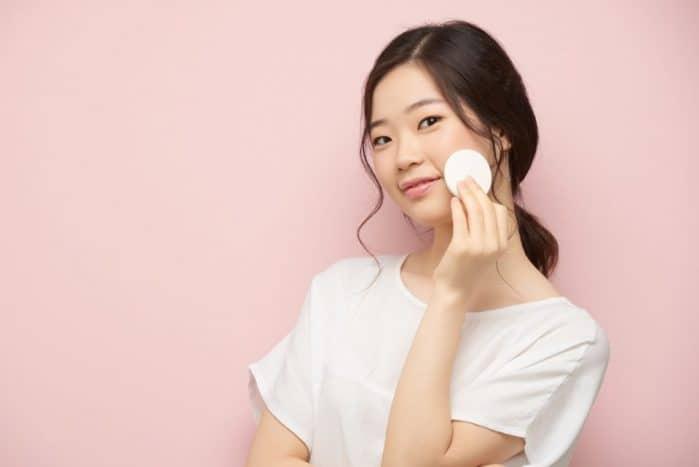 Chăm sóc da sau nặn mụn: Làm sao để không bị thâm?