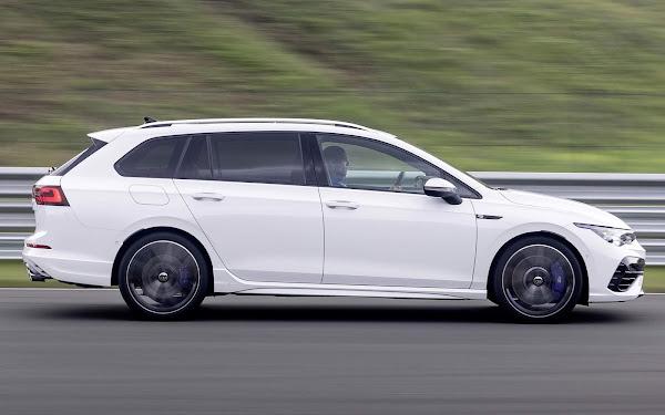 VW Golf R Variant 2022 - Branco